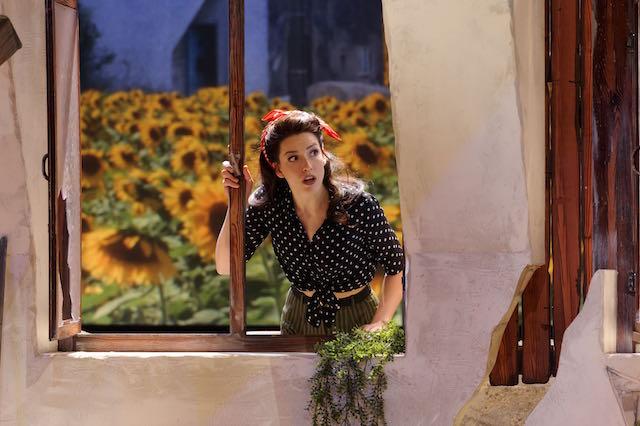 kinderen geen bezwaar Renee van Wegberg met zonnebloemen