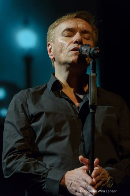 Vive la France, Phillipe Elan zingt