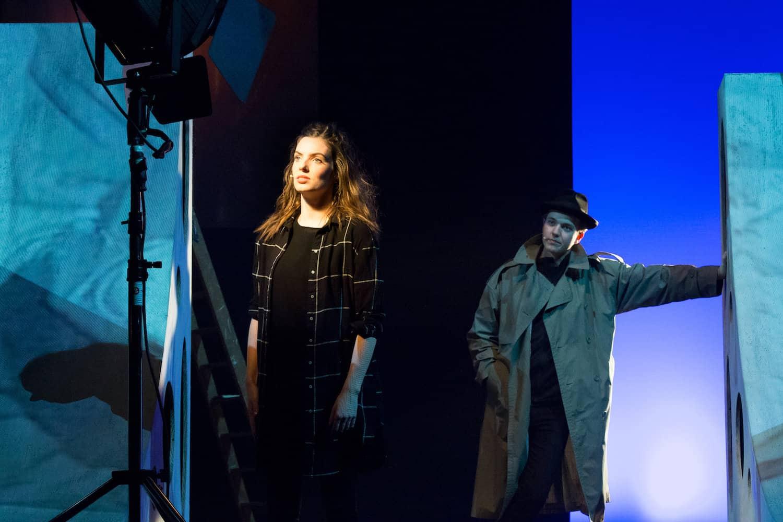 Renée de Gruyl in spotlight met detective