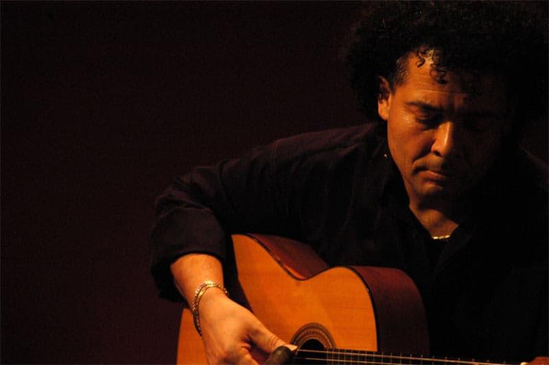 Iberia Benito Ouwendijk speelt gitaar