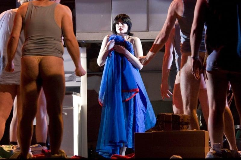 Snow White Opera Rebecca von Lipinski met blote dwergen