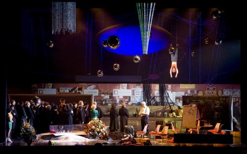 Snow White Opera volledige cast met koor en hangende man