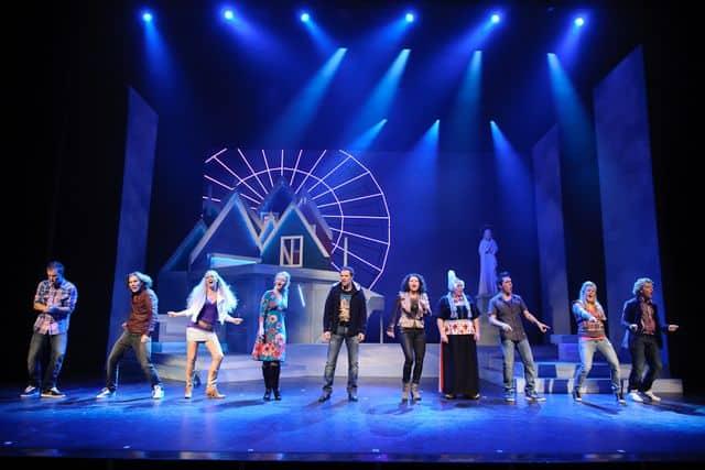 Volendam Musical met reuzerad