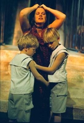 Marijke Geertsma als Medea met zonen