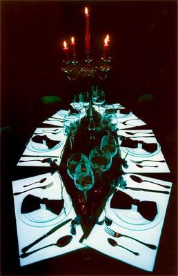 tafel met lichtgevende placemats