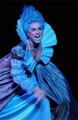 Ellis van Laarhoven met blauwe makeup