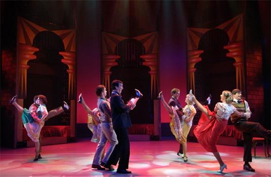 dans scene in rood